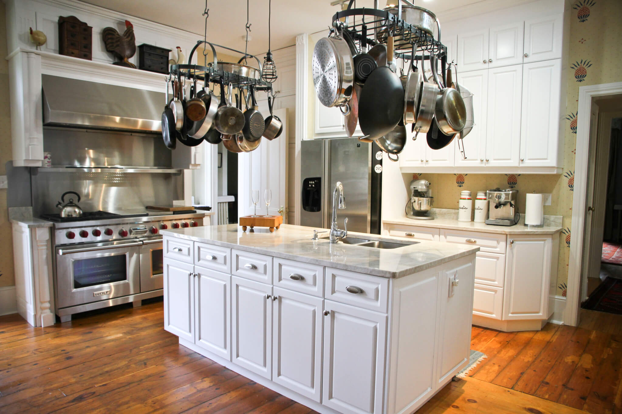 Should You Paint Or Replace Your Kitchen Cabinets